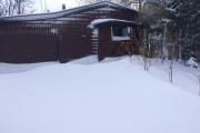 Sneeuwduinen bij de garage