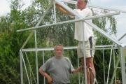 Ruud monteert het dak.
